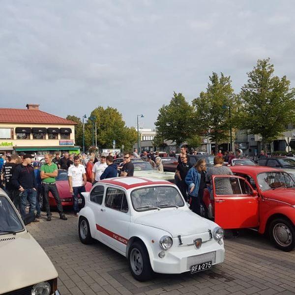 Vanhat autot kokoontuvat niin Himokseen kuin Akuliinaankin